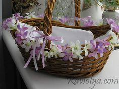 A nice idea to spruce up old or plain basket with some pretty artificial flowers!