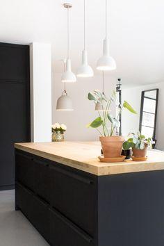 Black Kitchens, Home Kitchens, Kitchen Remodel Cost, Victorian Kitchen, Rustic Kitchen Design, Cuisines Design, Küchen Design, Interior Design Tips, Beautiful Kitchens