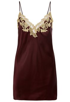 La Perla Maison captures the true spirit of its 'Made in Italy' heritage. Defined by an antique Florentine technique of applying embroidery by hand, this unique piece can take up to two days to create. Crafted from a rich bordeaux red silk-satin, the Mais Italian Lingerie, Luxury Lingerie, Silk Slip, Satin Slip, Pijama Satin, Sports Illustrated, Mannequin, Nightwear, Clubwear
