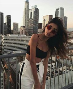 41 ideas for fashion photography poses casual picture ideas Mode Outfits, Trendy Outfits, Summer Outfits, Urban Outfits, Look Fashion, 90s Fashion, Fashion Outfits, Fashion Belts, Girl Fashion