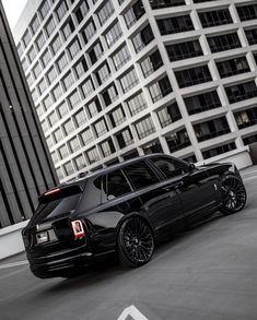 Black Rolls Royce Cullinan with big black matte rims Bugatti, Maserati, Ferrari F40, Lamborghini Gallardo, Top Luxury Cars, Luxury Suv, Audi, Porsche, Mercedes Benz