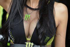 Foto-Show: Miss Rennstrecke 2012 - Motorradgirls: Babes & Bikes - MOTORRAD online