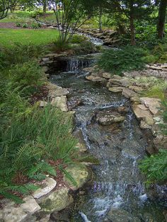 The Best Stone Waterfalls Backyard Ideas – Pool Landscape Ideas Backyard Stream, Garden Stream, Ponds Backyard, Koi Ponds, Backyard Waterfalls, Backyard Ideas, Nice Backyard, Garden Ponds, Modern Backyard