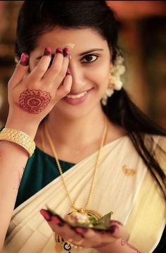 Beautiful Girl Facebook, Beautiful Girl In India, Beautiful Girl Photo, Beautiful Saree, Beautiful Women, Girl Photo Shoots, Girl Photo Poses, Girl Photography Poses, Girl Poses