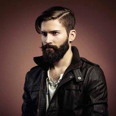 le Sidecut combiné avec une frange longue sur le côté - une idée de coiffure tendance pour homme
