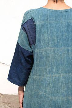 Etsy の 藍染古布綿Aラインのつぎはぎワンピース DRESS-113 by SASAKIYOHINTEN