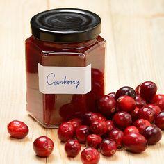 Cranberries horen helemaal bij het seizoen. Met dit recept kun je de basis maken voor ijs, cockails, bonbons en nog veel meer! Cranberry Jam, Chutney, Happy Easter, Preserves, Jelly, Raspberry, Cherry, Spices, Good Food