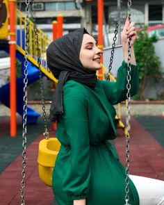 Muslim Fashion, Modest Fashion, Hijab Fashion, Fashion Outfits, Beautiful Muslim Women, Beautiful Hijab, Arab Girls, Muslim Girls, Simple Hijab