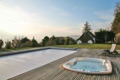 Gehele woning/appartement in Veyrier-du-Lac, FR. Bedroom 1 - Master: King size bed, Sofa bed, Ensuite bathroom with shower Bedroom 2 - Master: King size bed, Ensuite bathroom with stand-alone shower & bathtub Bedroom 3: King size bed, Ensuite bathroom with shower/bathtub combo, Air conditioning ...