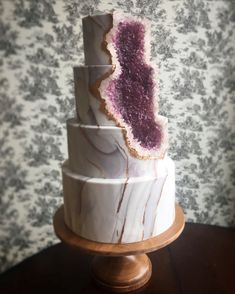 This gorgeous amethyst geode cake was featured in this seasons Modern Luxury Wedding Chicago magazine!