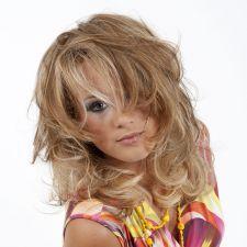 Coupe Femme Dégradee Blonde Meche Caramel Miel Soleil Boucle Souple Douceur Flou Naturel Leturgie Collection Coiffure