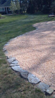 larger rocks for the border could provide a rustic looking edge that is deep enough to provide the 6 inches needed for a pea gravel play area by code. Pea Gravel Patio, Patio Edging, Diy Patio, Gravel Driveway, Patio Ideas Using Pea Gravel, Rock Driveway, Driveway Edging, Driveway Ideas, Gravel Path