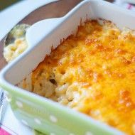 Classic Macaroni and Cheese - a basic that all cooks need in their recipe box! From @NevrEnoughThyme http://www.lanascooking.com/classic-macaroni-and-cheese