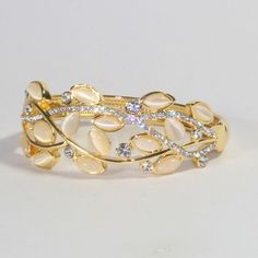 Unique Round Bedazzled Bangle SKU: NBA0003, Color: Golden & Cream, Size: 2.5 ( indian Size), Qty: 1 piece, MRP:499 INR. Shop at: www.krasakart.com