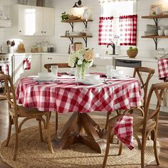 Farmhouse Living Buffalo Check Tablecloth Collection - 70 Round - Red/White - Elrene Home Fashions French Country Kitchens, Modern Country, Country Farm Kitchen, Buffalo Check Tablecloth, Wedding Table Linens, Living Comedor, Cafe Curtains, Tier Curtains, Country Curtains