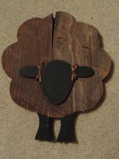 Primitive Sheep Made of Barn Wood. Would be fun with matching other animals Country Primitive, Country Wood Crafts, Primitive Sheep, Primitive Wood Crafts, Rustic Crafts, Wooden Crafts, Barn Wood Crafts, Primitive Furniture, Sheep Crafts