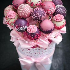 Why send flowers when you can send a Cake Pop Bouquet ? Our delicious bouquet of 15 cake pops are sent from the best Bakers in the UK. Send a bouquet of cake pops by post anywhere in the UK. Cake Pop Bouquet, Gift Bouquet, Cupcake Bouquet Diy, Flower Cake Pops, Cake Pop Displays, Wedding Cake Pops, Wedding Cakes, Christmas Cake Pops, Kids Christmas
