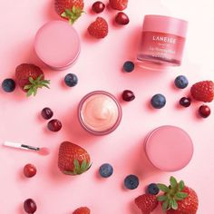 Laneige Lip Sleeping Mask is a divine overnight treatment for chapped, dry and cracked lips from one of Korea's best loved beauty labels. Night Beauty Routine, Skin Care Routine For 20s, Beauty Routines, Lip Sleeping Mask, Bold Lips, Dry Lips, Chapped Lips, Laneige, Fragrance Parfum