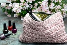 Marvelous Crochet A Shell Stitch Purse Bag Ideas. Wonderful Crochet A Shell Stitch Purse Bag Ideas. Crochet Case, Crochet Shell Stitch, Diy Crochet, Crochet Crafts, Crochet Handbags, Crochet Purses, Crochet Flower Patterns, Crochet Designs, Knitting Patterns