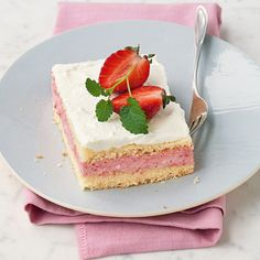 Erdbeer-Biskuit-Schnitten (Favorite Cake Delicious Food)