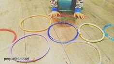 Hoy quiero enseñarte uno de los juguetes sensoriales DIY  que le tenemos preparado al peque en casa. Es un  juego sensorial  que le e...