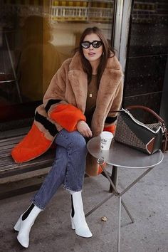 4da9d1acc3 25+ Winter Street Style Outfits To Keep You Stylish and Warm  winteroutfits   winterfashion