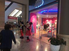 Mickey y Minnie amenizan una tarde en Minnistore Mickey Y Minnie, Concert, Shopping Center, Tents, Concerts