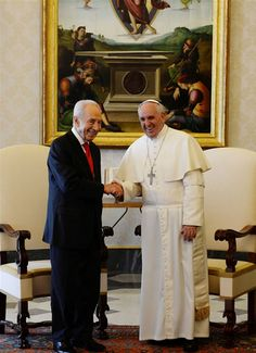 """Israeli President Shimon Peres and Pope Francis held cordial talks at the Vatican Tuesday, during which they expressed hopes for a """"speedy resumption"""" of peace talks between the Israelis and Palestinians.    Peres also officially invited the Pope to visit Israel, and said any such visit should take place soon."""