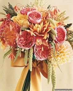 This fresh-picked bouquet reminds us of a warm sunny day