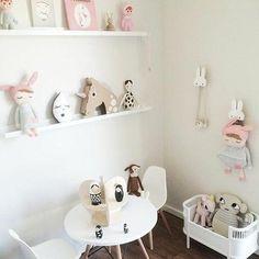 Ideas para decorar las estanterías de los dormitorios infantiles y ¡no morir en el intento!.