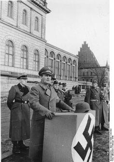 Gauleiter Karl August Hanke bei Ansprache.