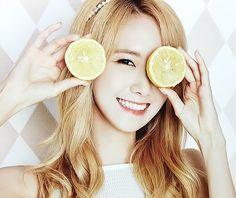 Cuz' blone Yoona gives me life