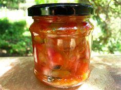 Cuketu, papriky a cibuli nákrájíme na malé kousky. Přidáme ostatní suroviny a promícháme. Vše 3O minut povaříme, dáme do sklenic a asi 20 min... 20 Min, Kimchi, Preserves, Pesto, Beans, Food And Drink, Jar, Homemade, Drinks