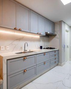Kitchen Door Designs, Kitchen Cabinet Styles, Kitchen Cabinetry, Home Decor Kitchen, Kitchen Furniture, Kitchen Interior, Home Kitchens, Living Room Tv Unit Designs, Contemporary Kitchen Design