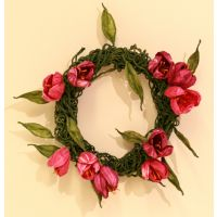 "Modern Finnish paper design, wreath ""Dark Tulip"" (Tumma tulppaani). Made of traditional Finnish artist´s paper thread. Material kit from the arts & crafts shop Taito Pirkanmaa."