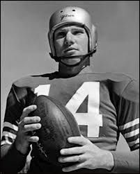 New York Giants - Y. Tittle - Inducted to Pro Football Hall of Fame in 1971 - Played for Giants 1911 to 1964 49ers Players, Nfl Football Players, Football Helmets, Nfl Hall Of Fame, Football Hall Of Fame, Ya Tittle, 49ers Quarterback, Nfl Photos, Sports Photos