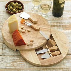 LaTienda.com - Gourmet Cheese Cutting Board with Knives