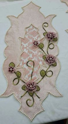 this pin was discovered by ays - PIPicStats Ribbon Embroidery, Machine Embroidery, Embroidery Designs, Tablerunners, Cut Work, Needle Lace, Learn To Sew, Handicraft, Couture