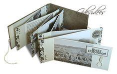 Mini album accordéon d'environ 10 x 25,5 cm. Les pages sont collées l'une à l'autre alternativement à droite puis à gauche afin de former une sorte de dépliant - tutoriel
