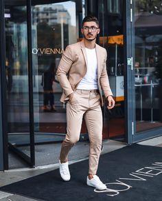 Bege com marrom é a combinação do momento. Vejam mais tendências de moda masculina no blog Marco da Moda - Foto: Mr. Okn Mens Casual Suits, Stylish Mens Outfits, Casual Shirts, Casual Outfits, Casual Menswear, Blazer Outfits Men, Mens Fashion Blazer, Suit Fashion, Fashion Guide