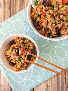 Deze gebakken rijst is super lekker met de crispy tempé en groenten. Je dit gewoon zo serveren, of eet er nog een frisse komkommersalade bij.