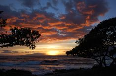 Even thought I've been here several times, I wish I was there now.  Sunset in Maui.