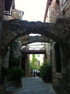 Os invitamos a pasear por el conjunto monumental de Pals. #historia #turismo  http://www.rutasconhistoria.es/loc/pals
