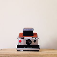 Playing with this beautiful 1960s model SX-70 Land Camera today! The Polaroids that this thing produces are just as pretty as the camera itself.