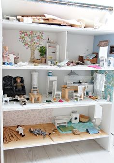 doll house on shelves