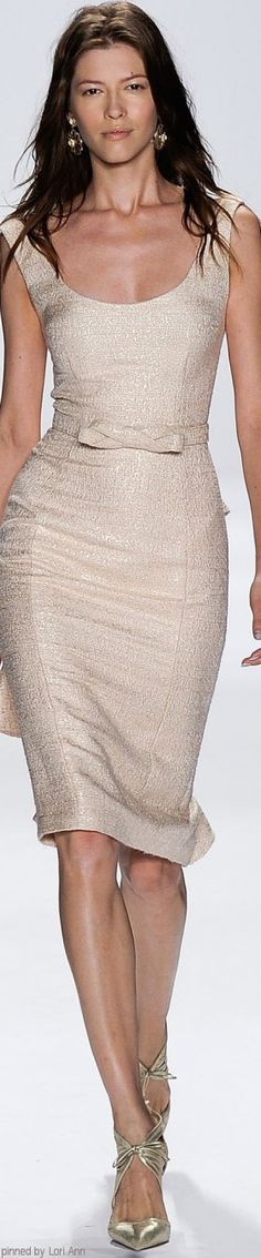 Cream dress. Badgley Mischka Spring 2015 RTW https://womenslittletips.blogspot.com  http://amzn.to/2l8lU3R