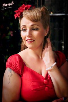 Pin-up.fi, Photo: Linda Lipponen, Dress: Muotiputiikki Helmi, MUAH: Gingerella Cee