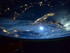 Imagem captada pelo astronauta Scott Kelly mostra a Itália vista da Estação Espacial Internacional