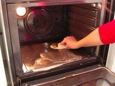 Pour tous ceux qui détestent nettoyer leur four, voici LA technique à connaître noté 3.04 - 679 votes Faire la cuisine est déjà une lourde tâche, mais nettoyer son four ne s'est jamais révélé être une tâche facile non plus. Cette technique va révolutionner votre manière de le décrasser en profondeur. Simple, rapide et efficace,...