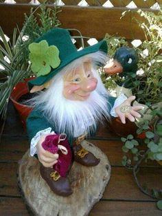 Leprechaun, Grinch, Christmas Ornaments, Holiday Decor, Elves, Christmas Jewelry, Christmas Decorations, Christmas Decor
